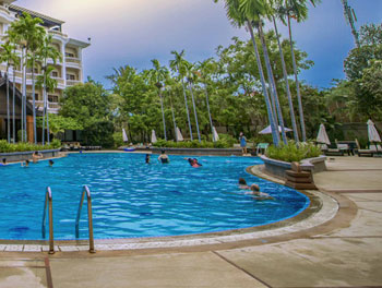 borei-angkor-swimming-pool