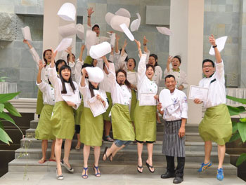 cambodian-cooking-class-graduation