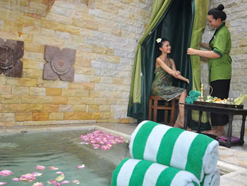 Traditional Khmer herbal j'pong therapy at Borei Angkor